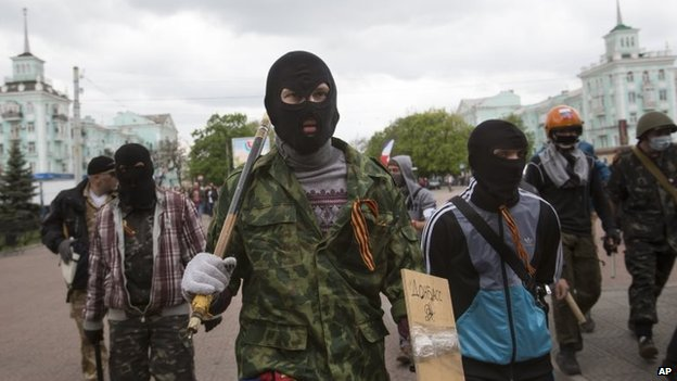 Pro-Russia activists in Luhansk (29 April 2014)