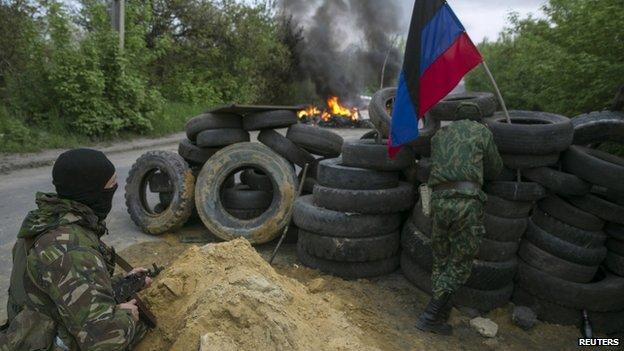Pro-Russian militants guard a checkpoint near Sloviansk. Photo: 2 May 2014
