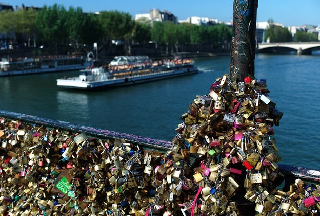 Love locks fixed on the Pont des Arts in Paris