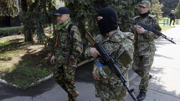 Pro-Russian leader Vyacheslav Ponomaryov (left)