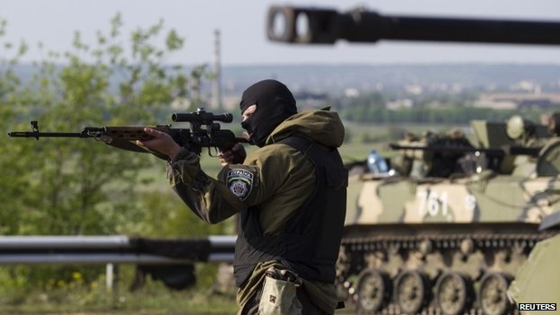 Ukrainian soldier points his weapon at Sloviansk checkpoint, 3 May 2014