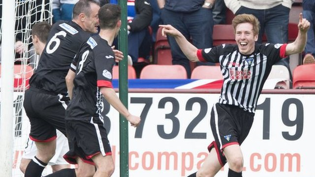 Dunfermline players celebrating after Lewis Martin's goal against Rangers