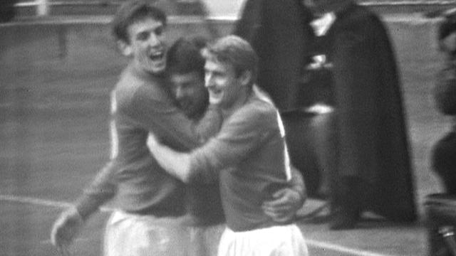 1966 World Cup Final: Geoff Hurst heads England level