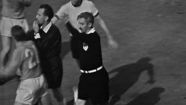 1966 World Cup Final: Linesman awards England's third