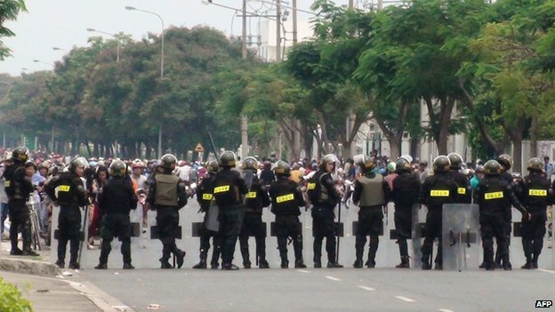 Riot police in Binh Duong on 14 May 2014