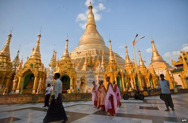 Shwedagon pagoda, Rangoon