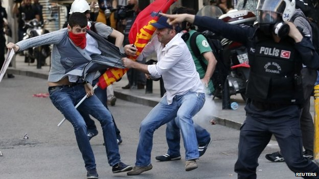 Plain clothes police detain a protester during a demonstration to blame the ruling AK Party government for the mining disaster in western Turkey, in Istanbul May 17, 2014