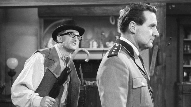 Ron Moody in Captain Carvallo