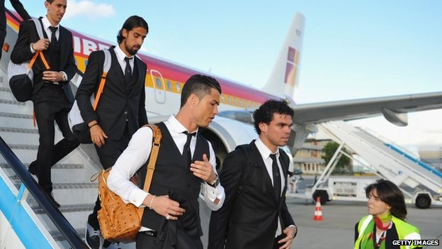 Real Madrid arrive at Lisbon airport prior to the UEFA Champions League Final between Real Madrid and Atletico Madrid at Estadio da Luz (22 May 2014)