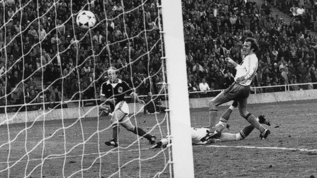 Archie Gemmill scores for Scotland against the Netherlands