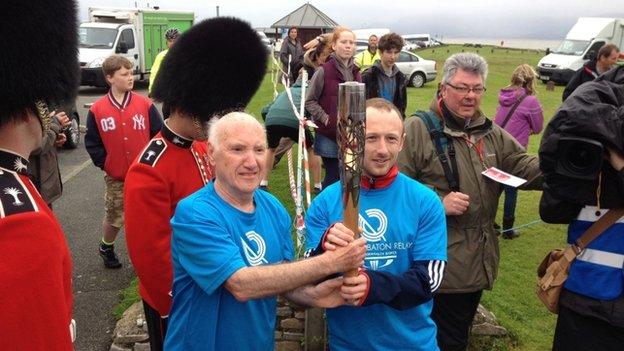 Mae Ieuan Owen a Gareth Evans wedi cystadlu dros Gymru yn Gemau'r Gymanwlad