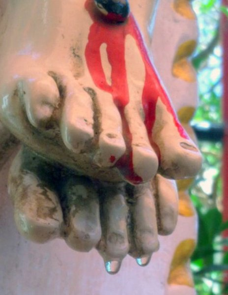 Drops of water on the toes of the statue