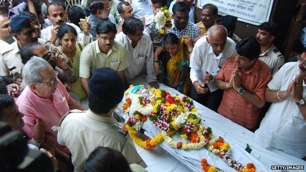 Dabholkar's coffin