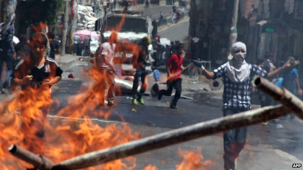 Kurdish protesters clash with riot police at a burning barricade in Diyarbakir 08/06/2014
