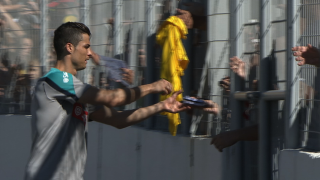 Ronaldo takes time to sign autographs for baying fans