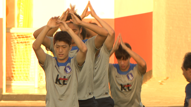 South Korea show off their ballet skills in training