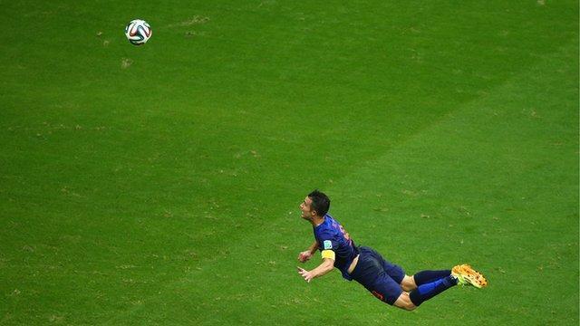 World Cup 2014: Netherlands' Robin van Persie heads spectacular equaliser