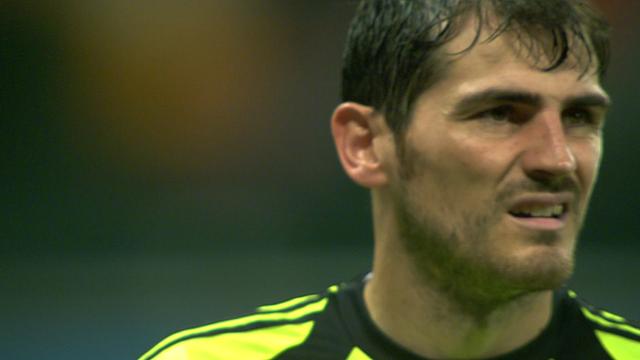 World Cup 2014: Iker Casillas error gifts Van Persie goal