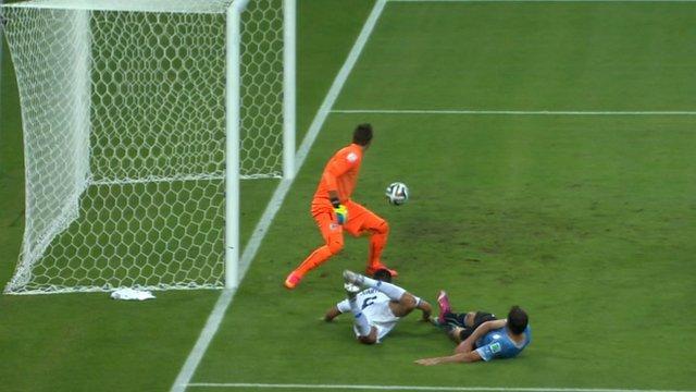 Oscar Duarte heads Costa Rica into the lead