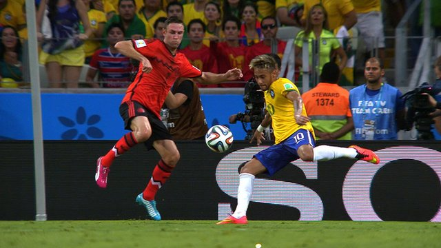 Neymar turns and shoots for Brazil against Mexico