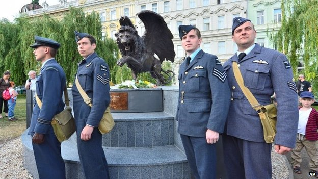 The monument in memory of Czechoslovak WW2 pilots in the British Royal Air Force (RAF), which is opposed by heritage protectors, was unveiled in a park in Prague centre, Tuesday, June 17, 2014