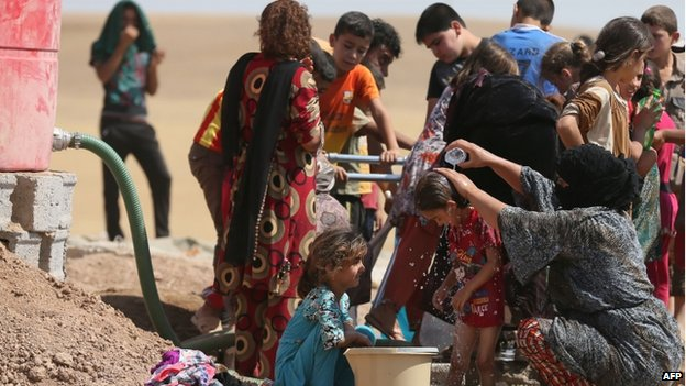 Iraqi displaced people at a temporary camp near Arbil (18 June 2014)