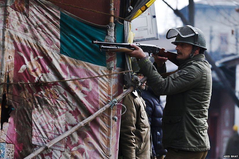 In pictures: 'Pellet guns' maim Kashmir protesters - BBC News