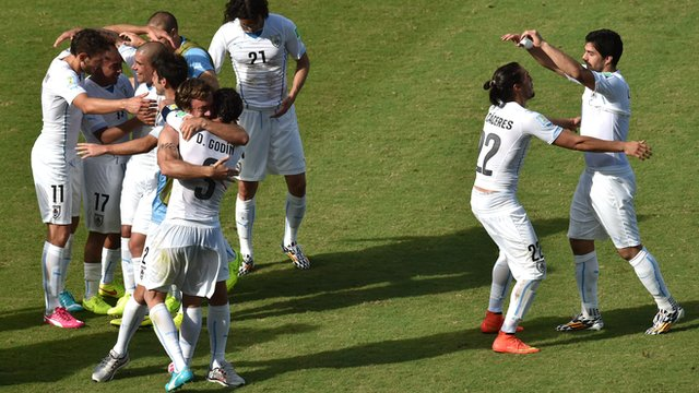 World Cup 2014: Italy 0-1 Uruguay highlights