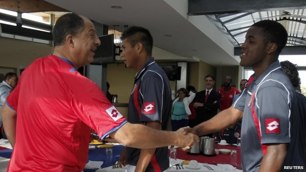 Costa Rican President Luis Guillermo Solis (left) shakes hands with football player Joel Campbell before a breakfast with the nation team on 30 May, 2014