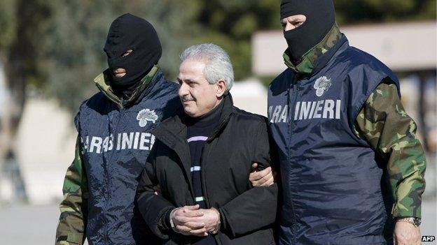Carabinieri officers flank Ndrangheta boss Pasquale Condello during his arrest in 2008