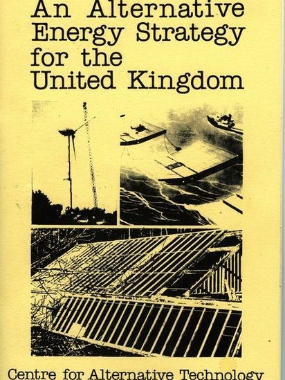 Cafodd Strategaeth Ynni Amgen gyntaf y Ganolfan ei chyhoeddi yn 1978
