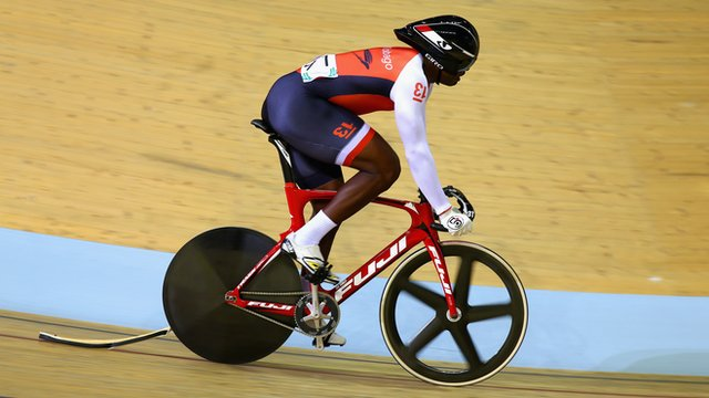 Glasgow 2014: Sprinter Quincy Alexander punctures on flying lap