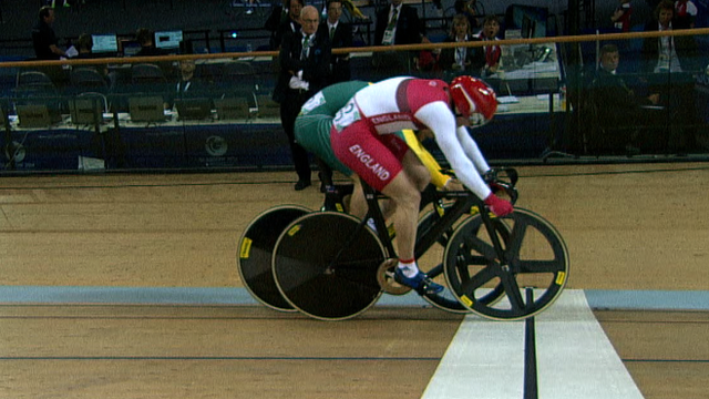 Jason Kenny pips Matthew Glaetzer to the line in their individual sprint quarter-final.