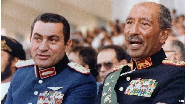 Hosni Mubarak (left) and Anwar Sadat (06/10/81)