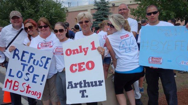 Employees protesting against Market Basket
