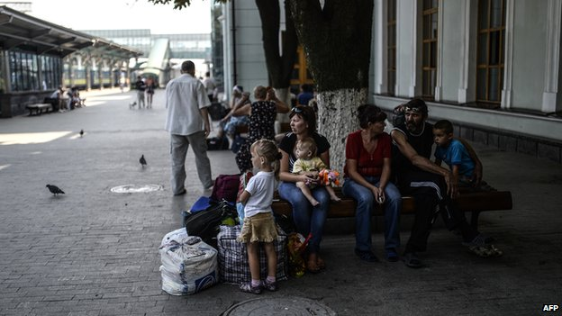 People wait at a train station in the centre of Donetsk on 4 August 2014