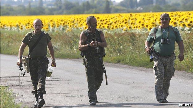 Rebels at crash site, 4 Aug 14