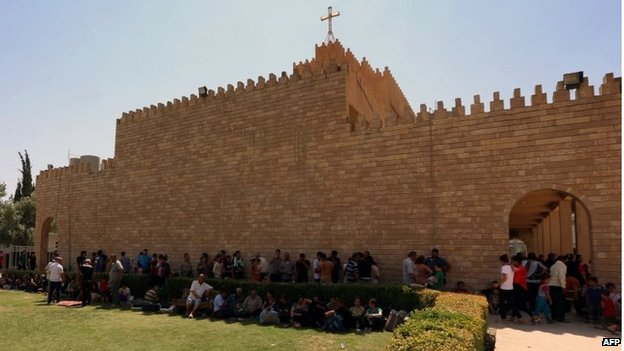 Iraqi Christians who fled the violence in the village of Qaraqush, 07/08/2014