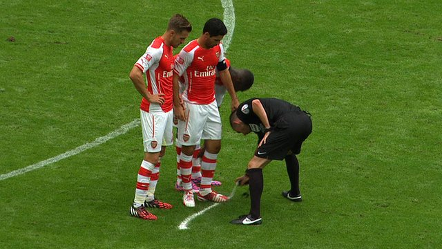 Vanishing spray over Arteta's boots