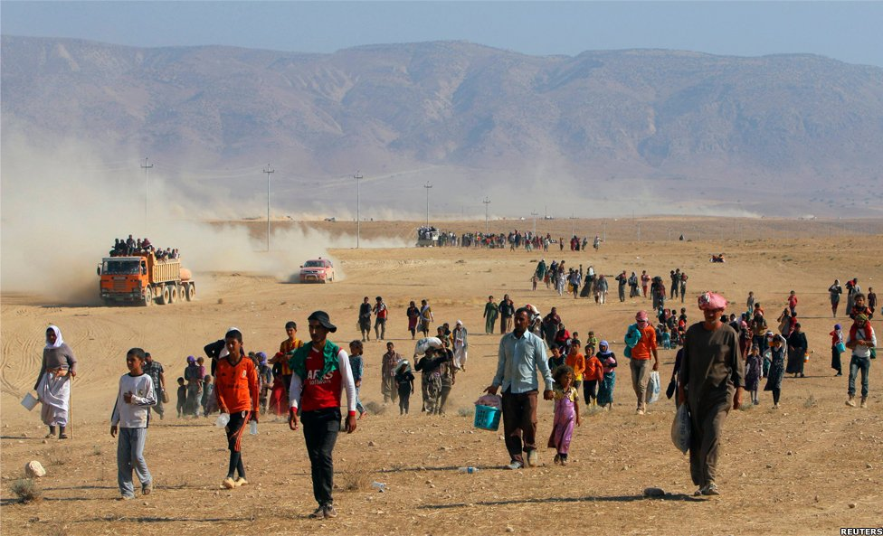 Refugees flee to the Syrian border