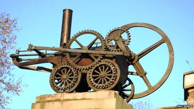 Cofeb i Richard Trevithick gyda'r Penydarren locomotive arno