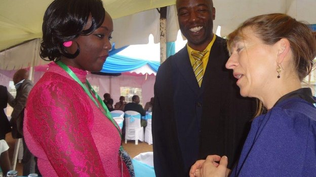 Jenny Hamilton from University of London talking to Peter Ouko and his daughter