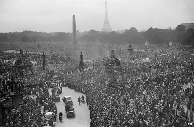 Crowds thronged the Place de la Concorde in central Paris on 26 August