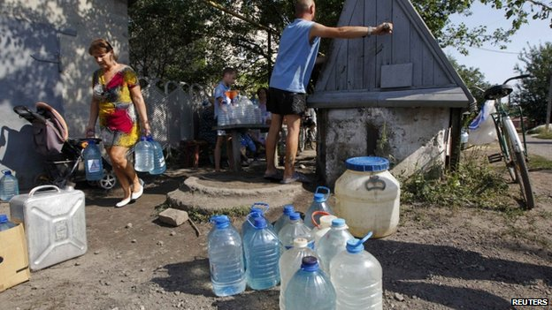 People take water from a well in the town of Avdiivka, Donetsk region - 22 August 2014