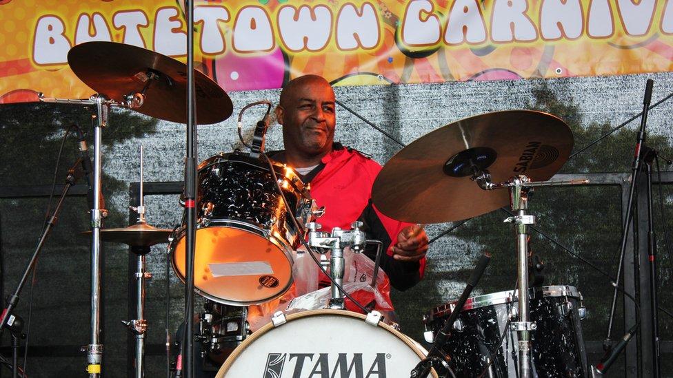 Drymiwr Hiro Hari // Hiro Hari's drummer