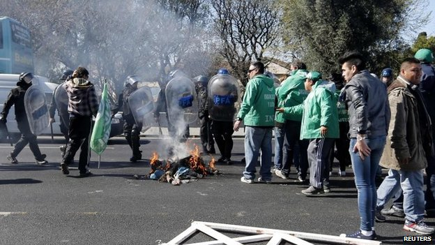 Demonstrators partially block a road during a protest in Buenos Aires on 27 August, 2014