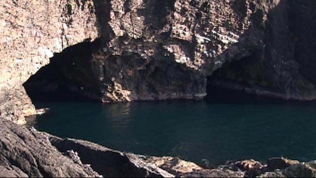 Esha Ness cave