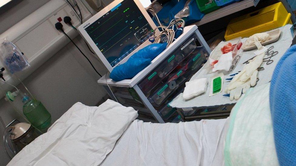 Yn barod am y claf nesaf // Ready for the next patient
