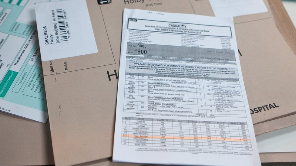 Trefniadau'r ffilmio // No TV set would be complete without a detailed filming schedule