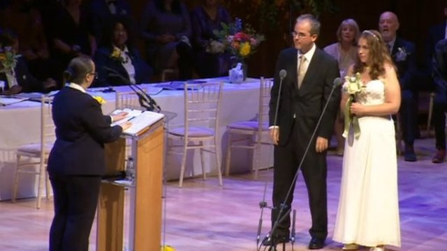 Couples get married at the Big Wedding Weekend
